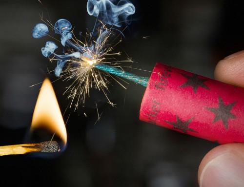 Πυροτεχνήματα: Είναι εκρηκτικές ύλες και ικανά σοβαρού τραυματισμού